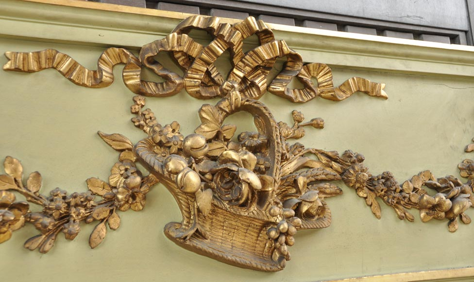 Beautiful antique Louis XVI style pier glass with basket decor and flowers in gilded stucco and green lacquer-2