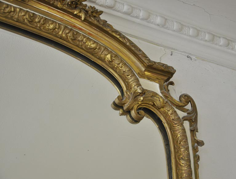 Important antique Louis XV style overmantel pierglass in gilded stucco with leafy shell decor-5