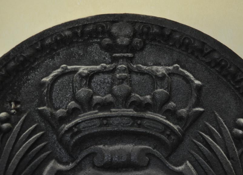 Antique cast iron fireback with French coat of arms, 19th century-2