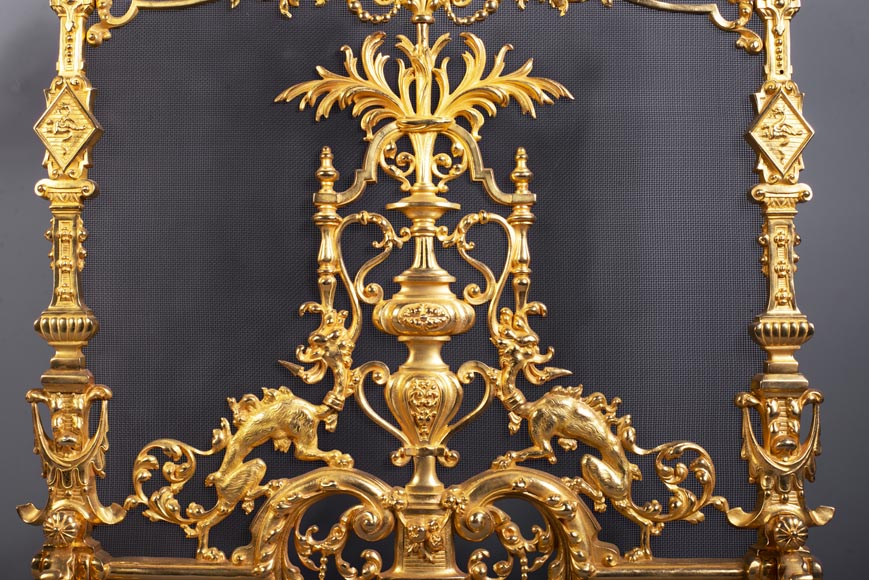 Antique Neo-Renaissance style fire screen in gilt bronze with chimera decoration-2