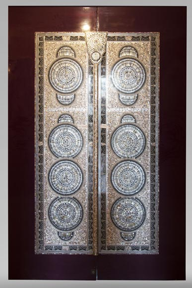 Pair of lacquered sliding double doors with mother-of-pearl decor-0