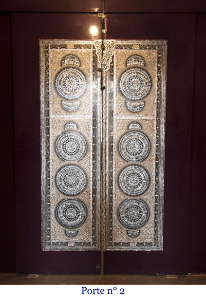 Pair of lacquered sliding double doors with mother-of-pearl decor-9