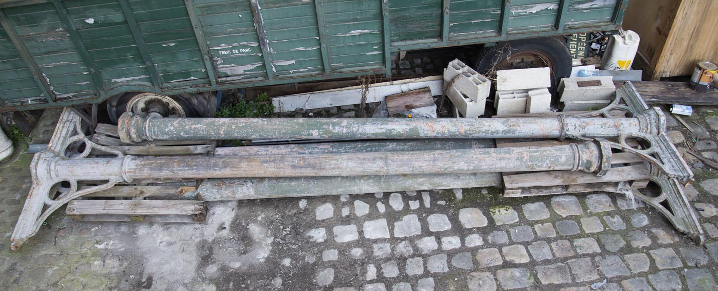 Set of four cast iron columns from the end of the 19th century-0