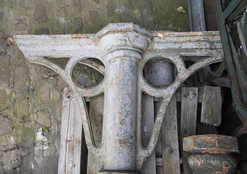 Set of four cast iron columns from the end of the 19th century-1