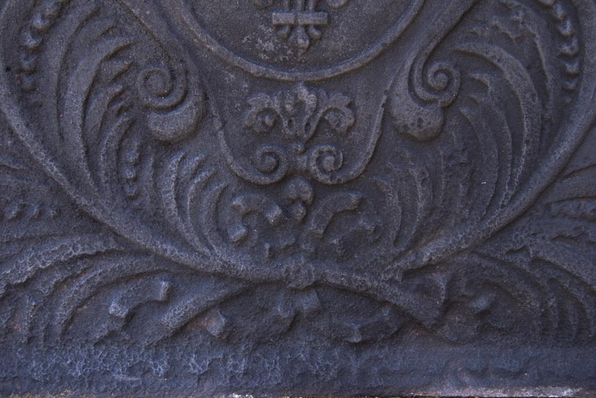 Antique fireback decorated with the Armes de France-3