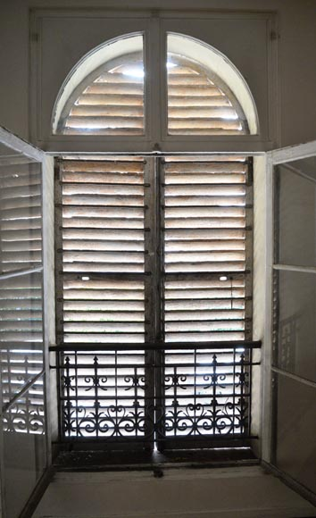 Two pairs of wooden shutters -7