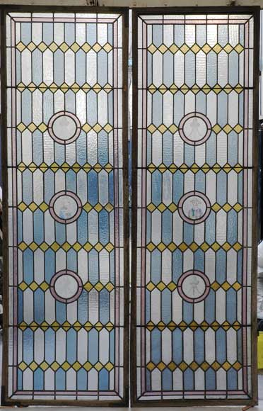 19th century stained glass window with profiles of Bretons - Reference 1334