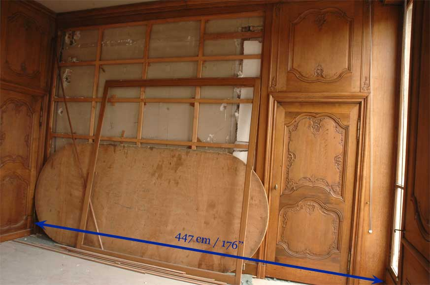 Oak Paneled Room From The Beginning Of The 20th Century