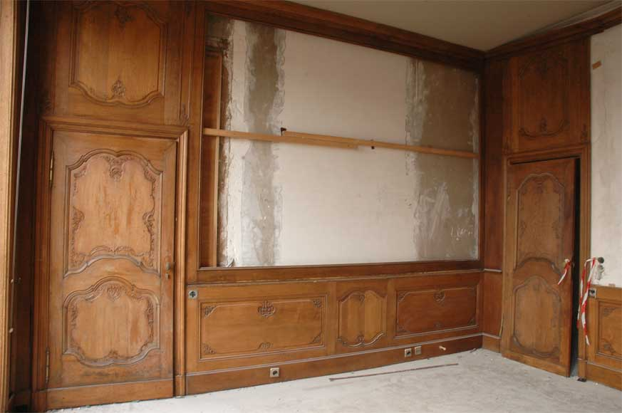 Oak paneled room from the beginning of the 20th century-0
