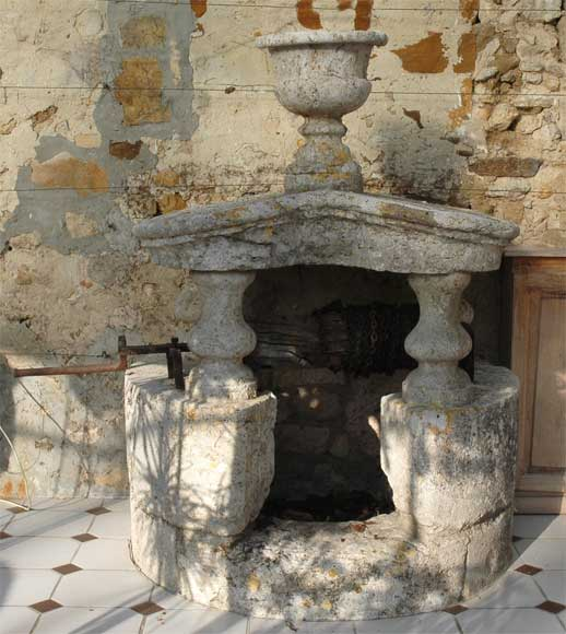 Antique stone well from the 18th century - Reference 1717
