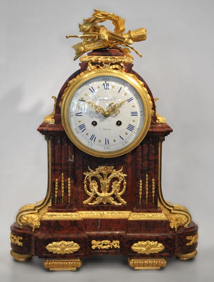 RAINGO FRERES - Louis XVI style clock made out of Red Griotte marble and gilded bronze-0
