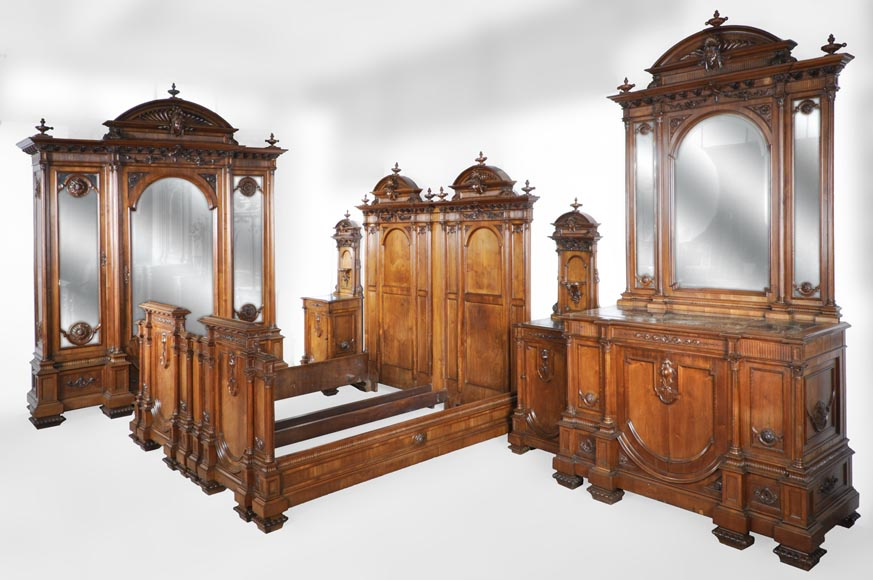 Neo-Renaissance italian bedroom set in walnut-0