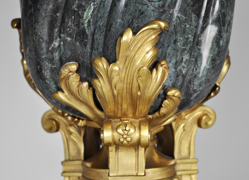 François LINKE (1855-1946) (Att. to), A pair of ormolu-mounted Green Antique marble vases-2