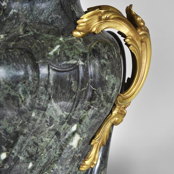 François LINKE (1855-1946) (Att. to), A pair of ormolu-mounted Green Antique marble vases-5