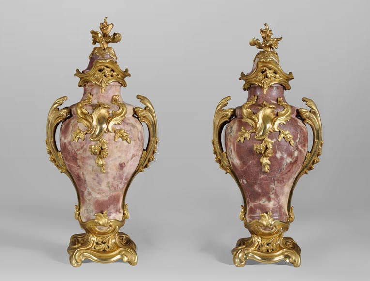 Louis XV style pair of cassolets made out of Fleur de Pêcher marble and gilt bronze-0