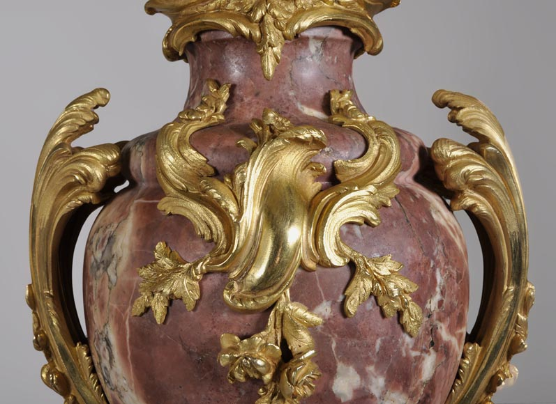 Louis XV style pair of cassolets made out of Fleur de Pêcher marble and gilt bronze-3