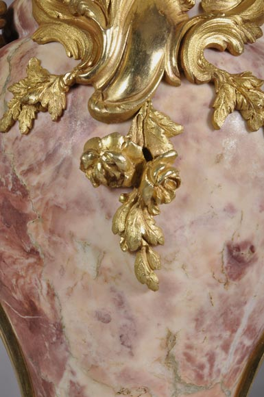 Louis XV style pair of cassolets made out of Fleur de Pêcher marble and gilt bronze-5