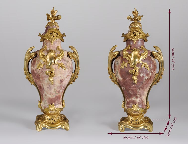 Louis XV style pair of cassolets made out of Fleur de Pêcher marble and gilt bronze-7