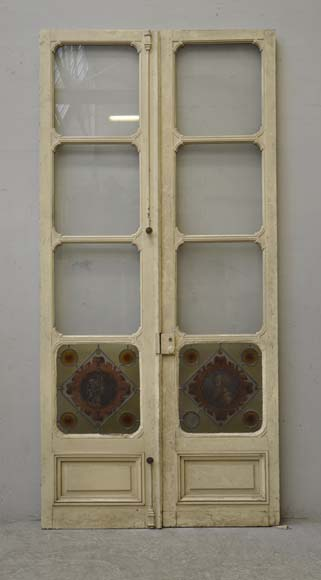 Double door with stained glass windows,  man and woman's profile in medallion - Reference 2117
