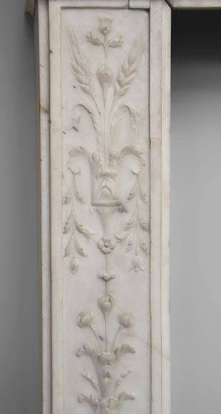Exceptionnal antique Statuary Carrara marble fireplace decorated with grotesques-5