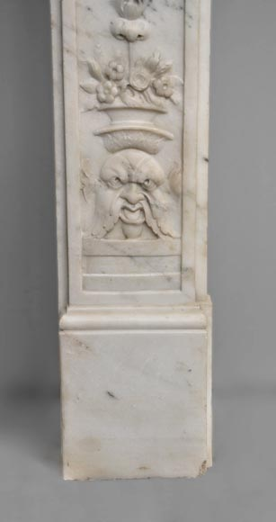 Exceptionnal antique Statuary Carrara marble fireplace decorated with grotesques-7