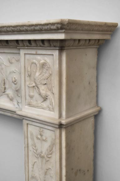 Exceptionnal antique Statuary Carrara marble fireplace decorated with grotesques-11