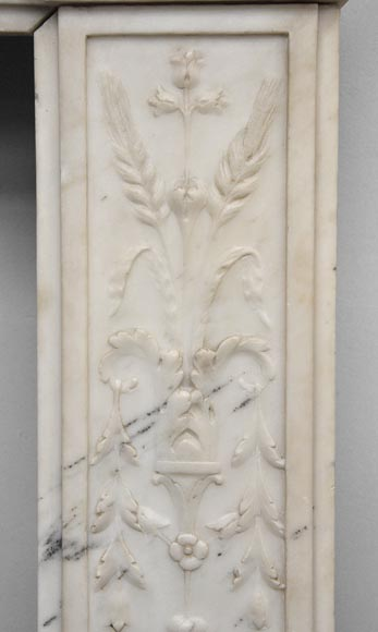 Exceptionnal antique Statuary Carrara marble fireplace decorated with grotesques-12