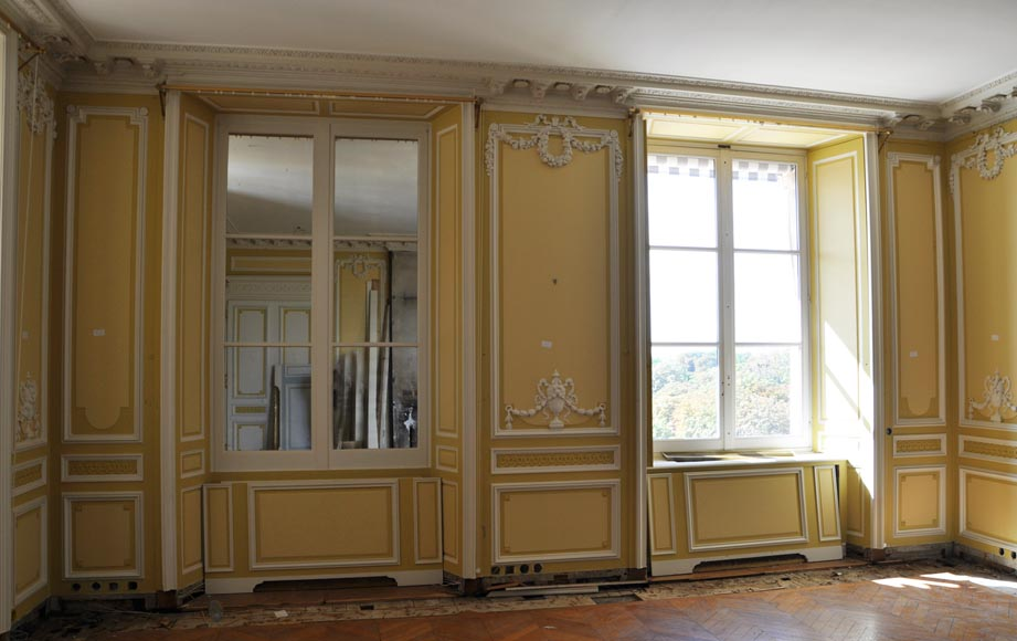 Very beautiful antique Louis XVI style paneled room coming from the Hotel de Crillon, Paris-1