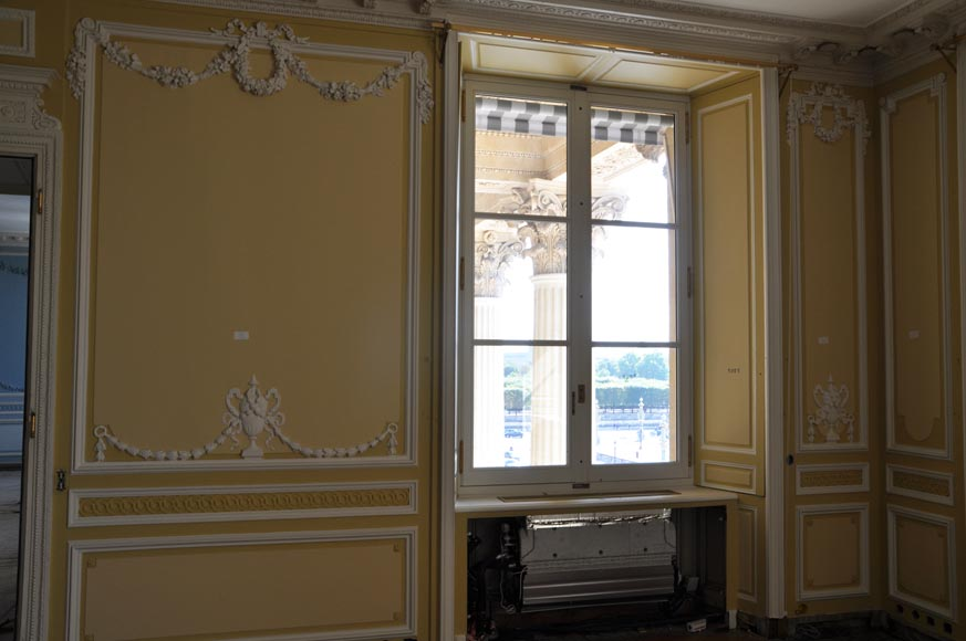 Very beautiful antique Louis XVI style paneled room coming from the Hotel de Crillon, Paris-4