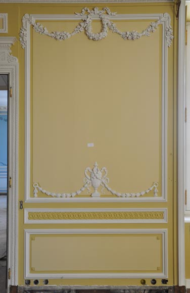 Very beautiful antique Louis XVI style paneled room coming from the Hotel de Crillon, Paris-5