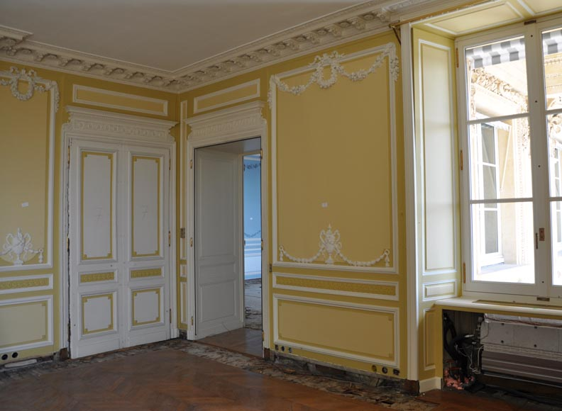 Very beautiful antique Louis XVI style paneled room coming from the Hotel de Crillon, Paris-8