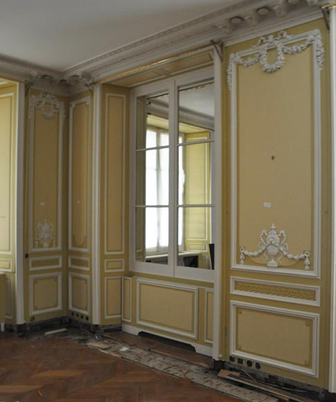 Very beautiful antique Louis XVI style paneled room coming from the Hotel de Crillon, Paris-18