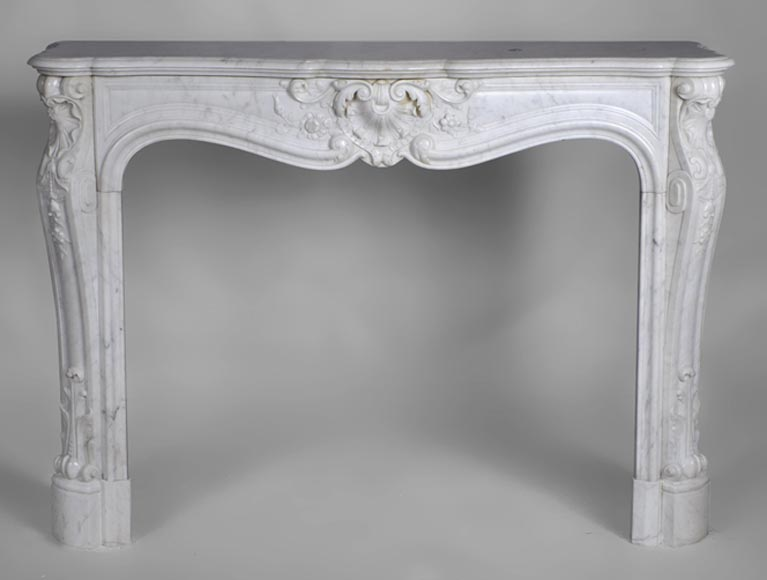Beautiful antique Louis XV style fireplace highly carved with realistics flowers made out of Carrara marble - Reference 2417