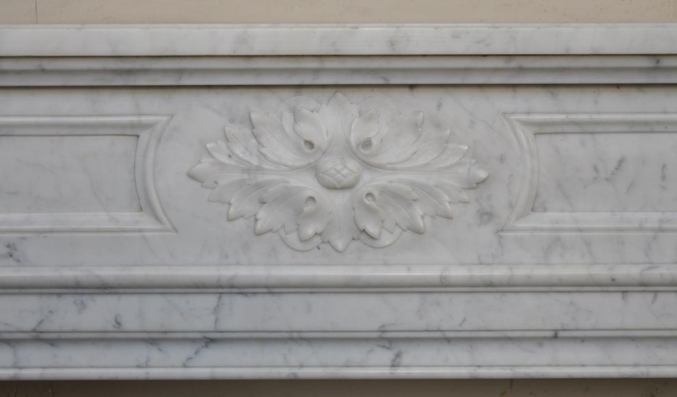 Antique louis xvi style fireplace with round corners in for Acanthus leaf decoration
