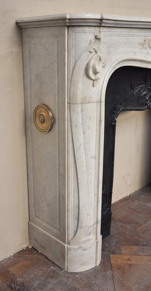 Beautiful antique Regence style fireplace with foliated decor in white Carrara marble-4