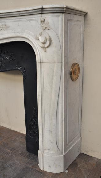 Beautiful antique Regence style fireplace with foliated decor in white Carrara marble-8