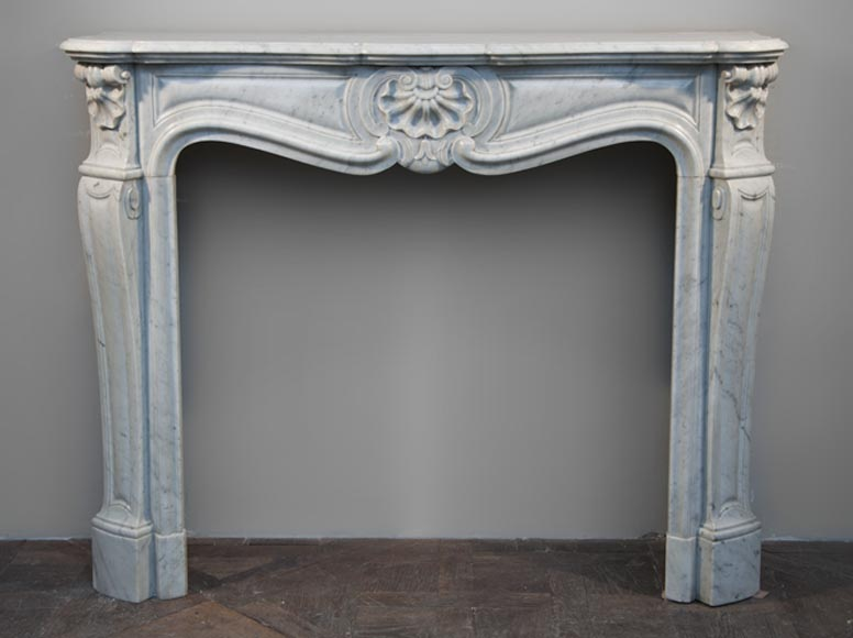 Antique Louis XV style three shells fireplace made out of Carrara marble - Reference 2523