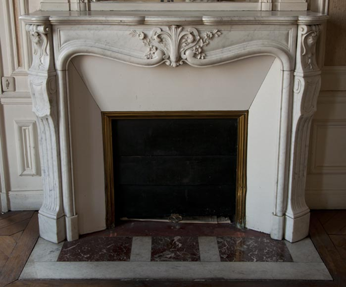 Antique Louis XV style fireplace made out of Carrara marble with carved shell - Reference 2592