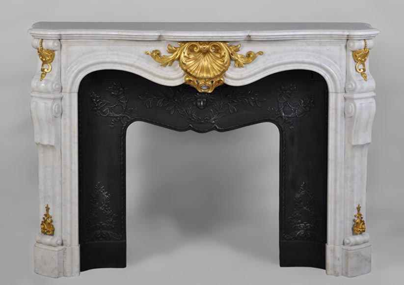 Beautiful antique Louis XV style fireplace in white Carrara marble with gilded bronze ornaments - Reference 2643