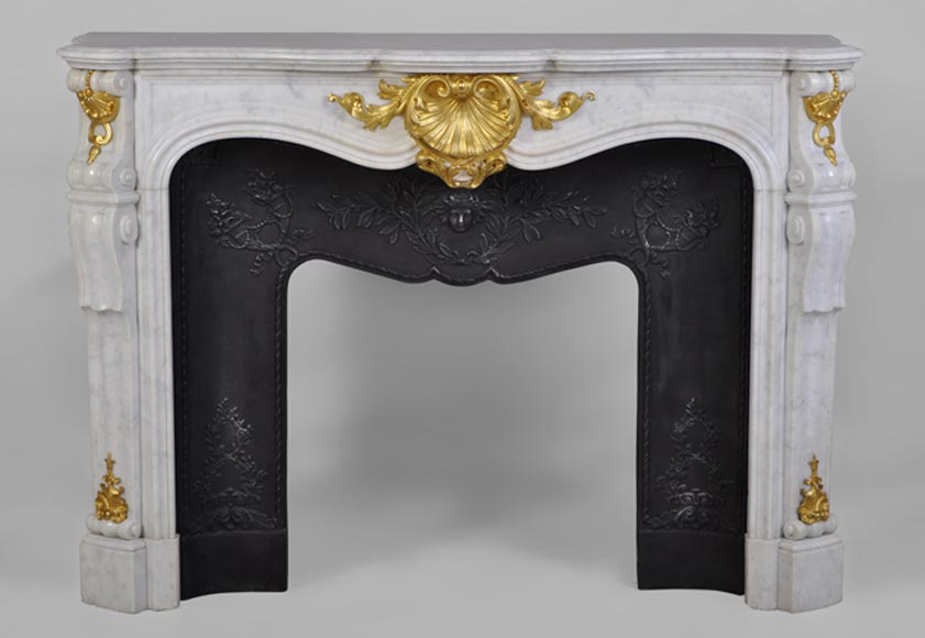Beautiful antique Louis XV style fireplace in white Carrara marble with gilded bronze ornaments - Reference 2644