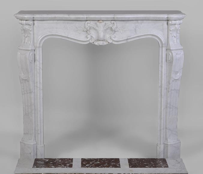 Beautiful antique Louis XV style fireplace made out of Carrara marble with foliaged shell decor - Reference 2677
