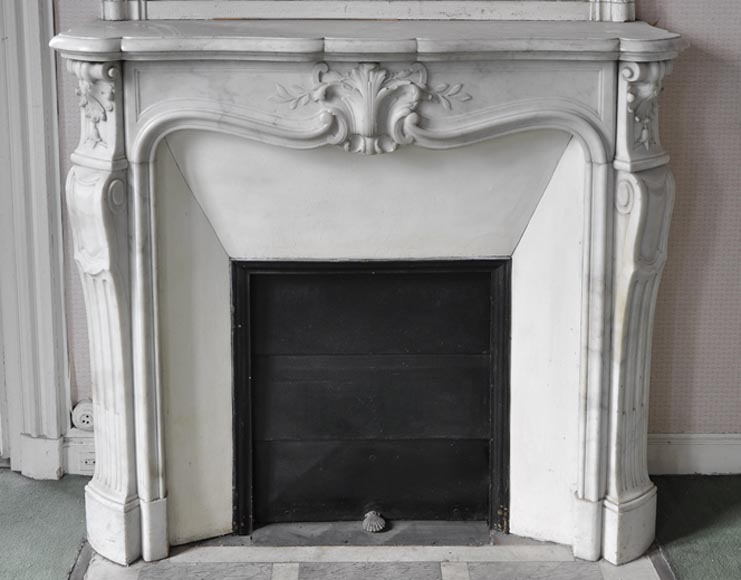 Antique Louis XV style fireplace made out of Carrara marble with foliaged shell - Reference 2682