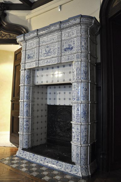 Large antique stove with bleu decor enamels on white background-6