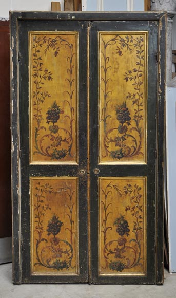 Double door with frame with putti and flowers decor on gold painting background-0