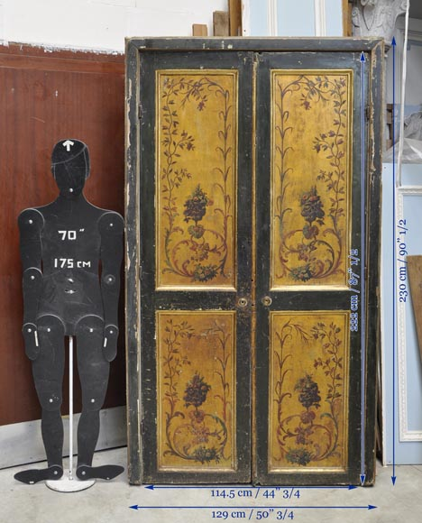 Double door with frame with putti and flowers decor on gold painting background-14