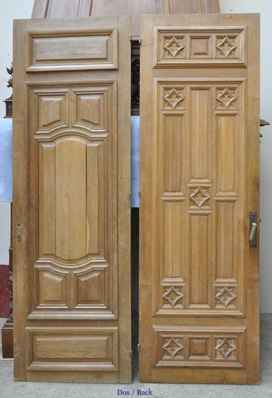 False pair of antique  carved oak doors from the 19th century-8