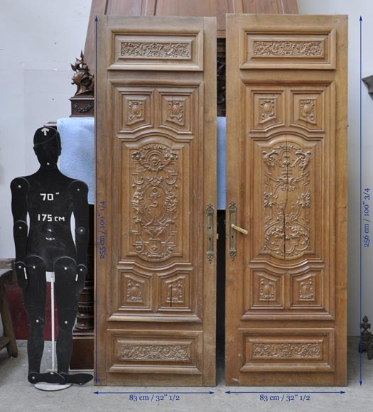 False pair of antique  carved oak doors from the 19th century-9