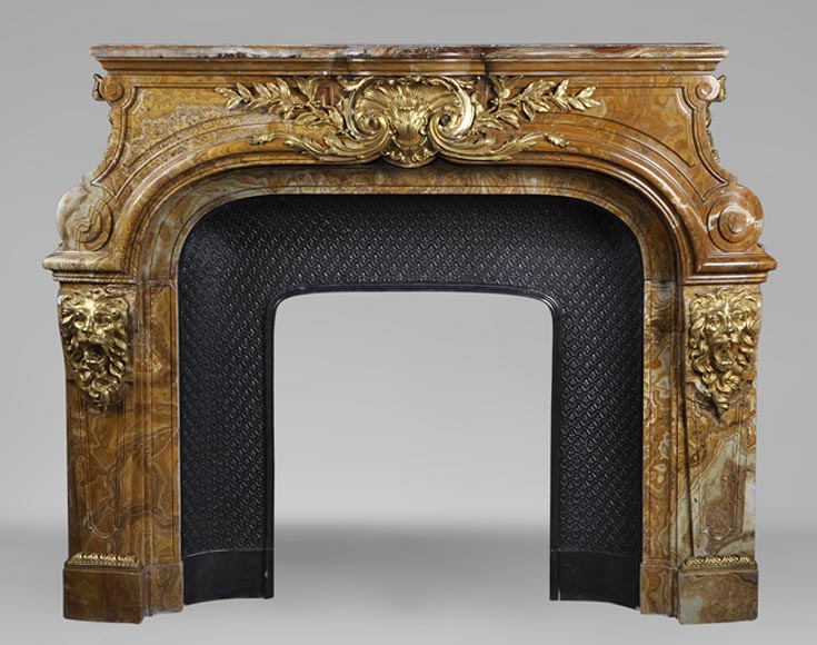 Extraordinary antique Louis XIV style fireplace with lions heads in Alabastro di Busca and gilded bronze - Reference 2879