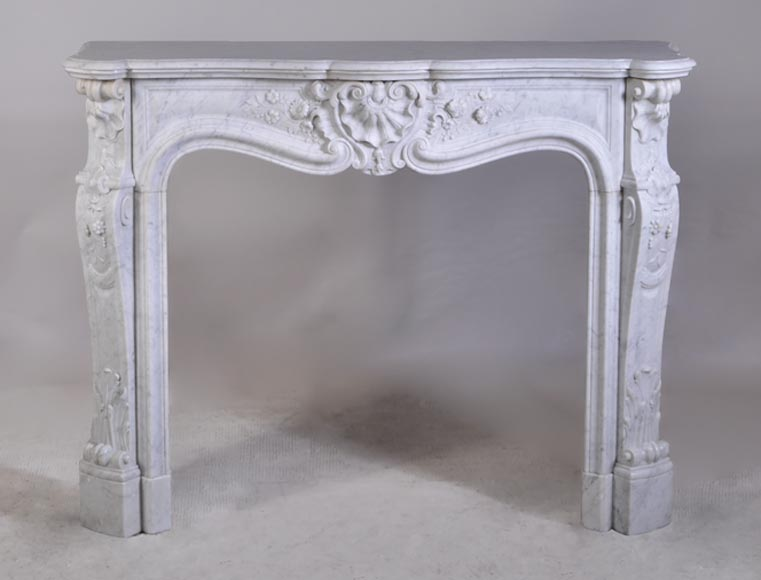 Elegant Louis XV style antique fireplace in Carrara marble, decorated with a shell - Reference 2917