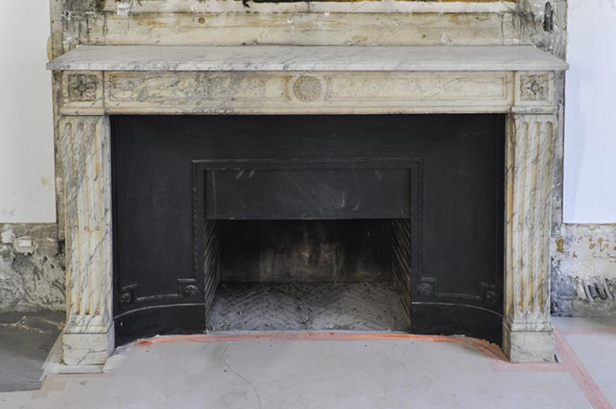 Antique Louis XVI period Fireplace in Carrara marble ornamented with flowers - Reference 2989